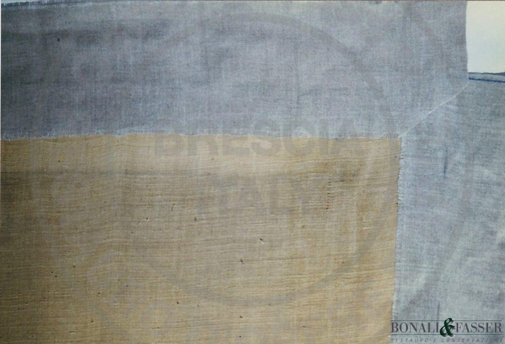 Dettaglio del supporto con visione delle strisce perimetrali applicate lungo i bordi del dipinto