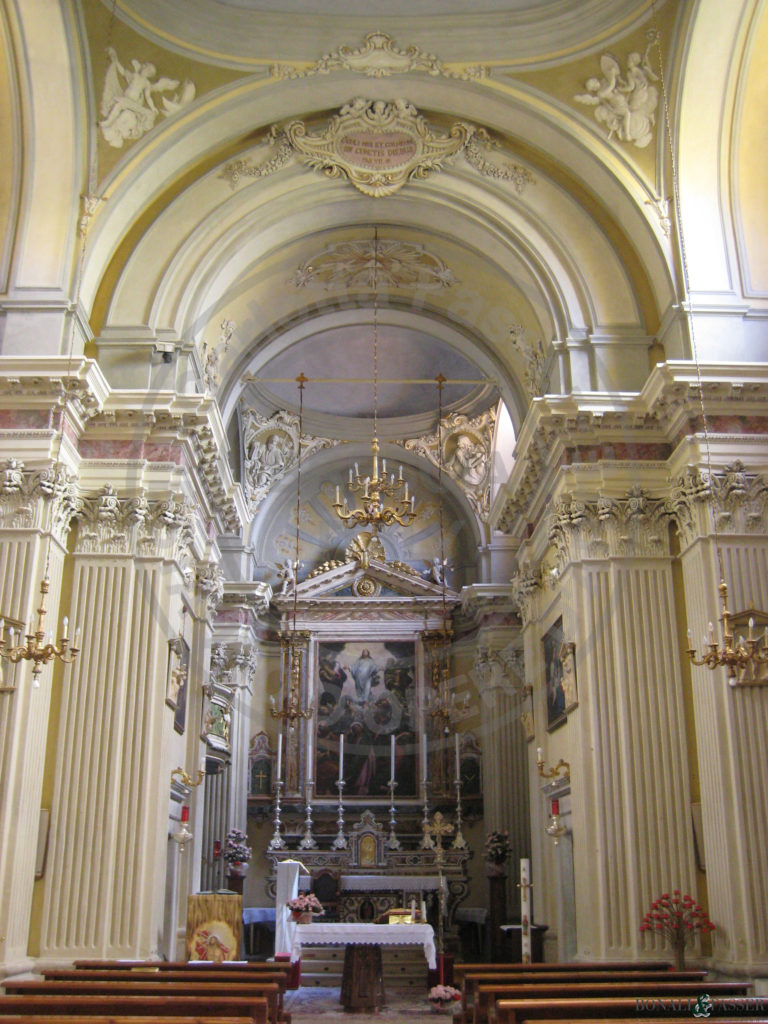 Il presbiterio dopo l'intervento di restauro