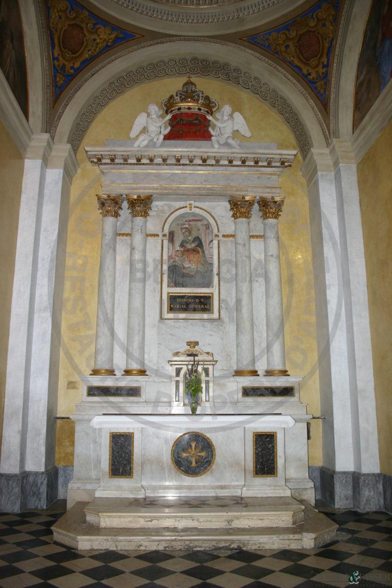 Parete dell'altare dopo il restauro