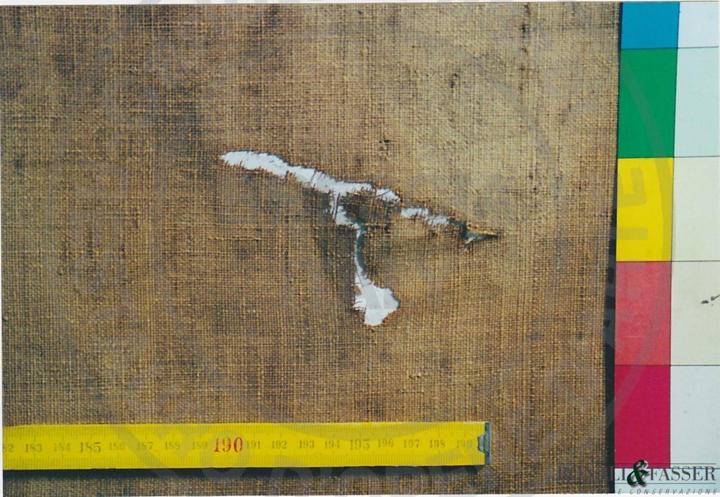 Dettaglio del supporto prima del restauro