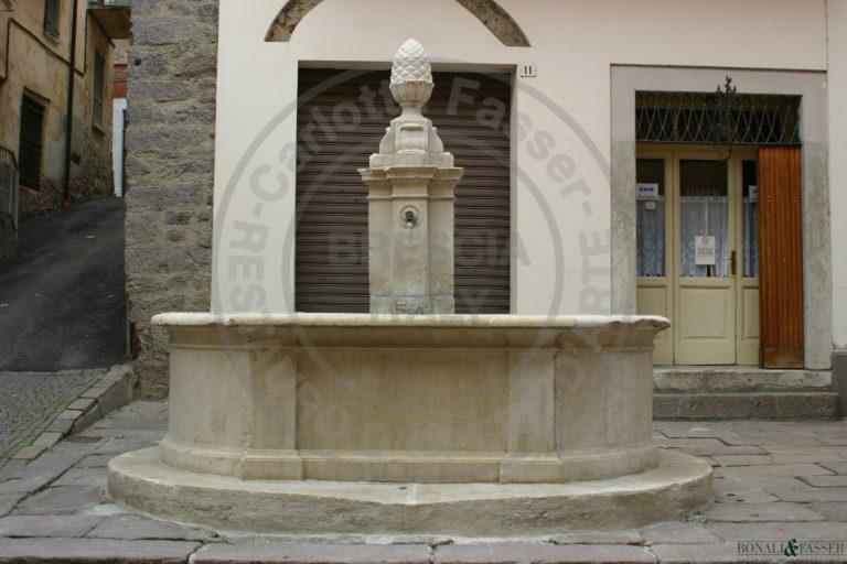 Fontana in Bovegno dopo l'intervento di restauro