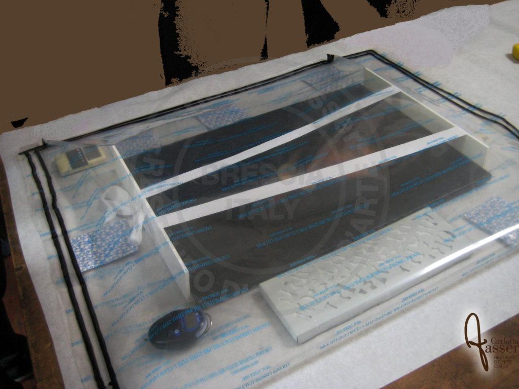Trattamento anossico per sottrazone di ossigeno eseguito su un dipinto su tela per la disinfestazione del telaio originale.
